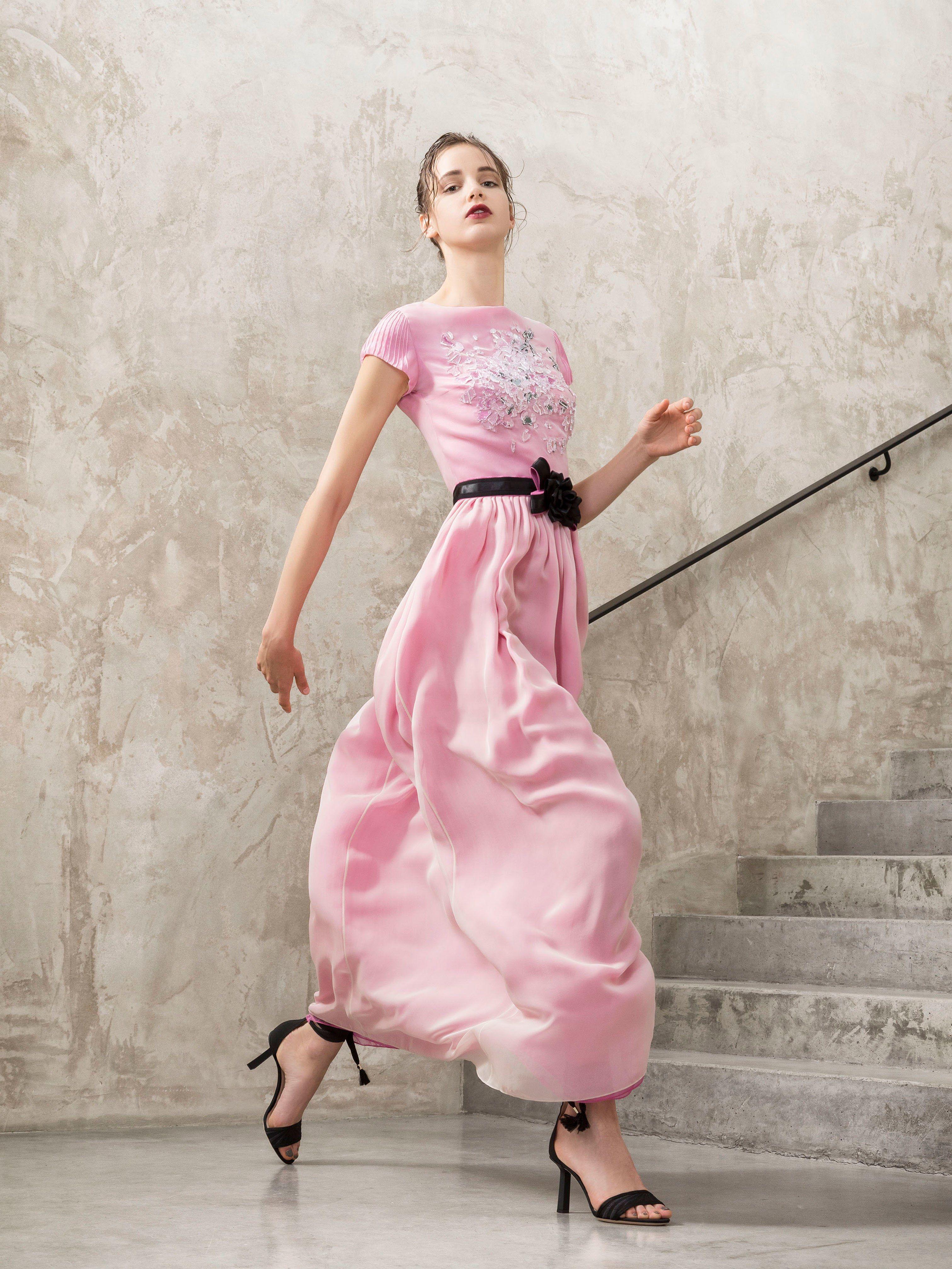 Giorgio Armani Resort 2018 Fashion Show   Foto retrato, Ropa fiesta ...