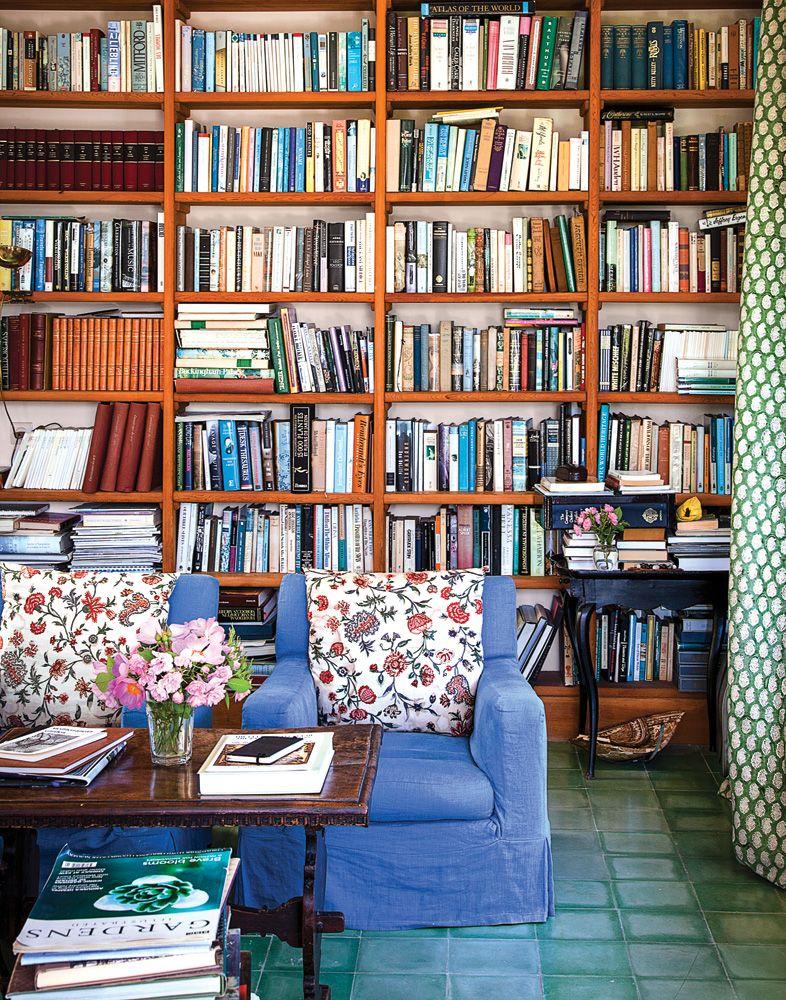 Lino azul y librería.