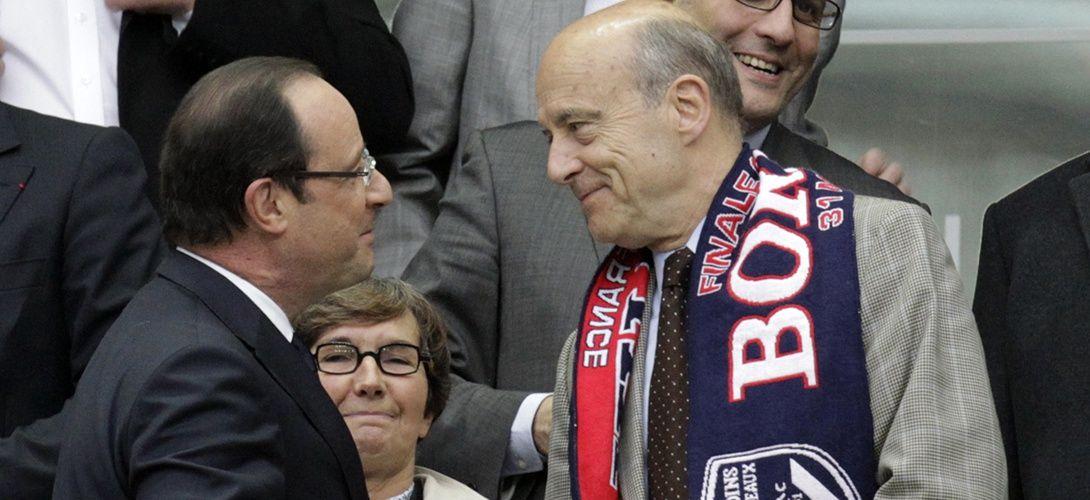 François Hollande et Alain Juppé au Stade de France, le 31 mai 2013. REUTERS/Pascal Rossignol.