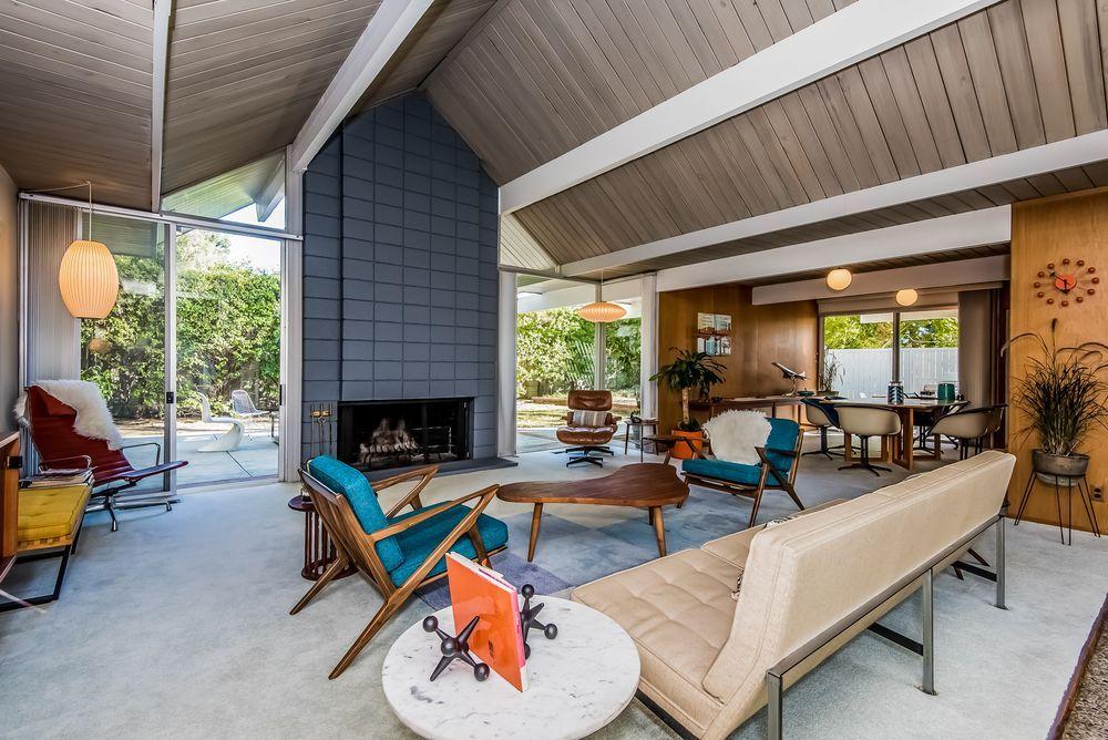 Snazzy Eichler In Balboa Highlands Seeks Second Ever Owner Eichler Homes Mid Century Modern Design Granada Hills
