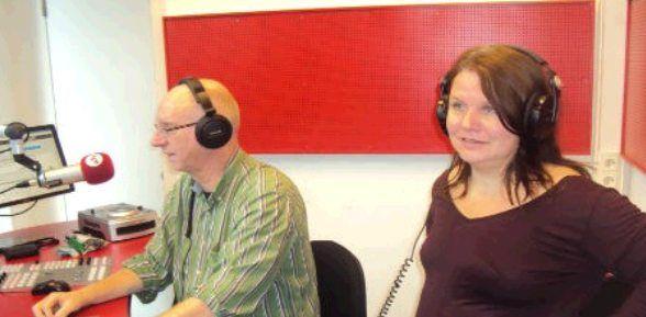 Sibrecht Benning in een heus Radio programma van Radio N1 Nijmegen, Kom d'r Uut.  Wil je ook weten waarom we doen wat we doen bij de Sjalot? Waarom we kiezen voor bewust en verantwoord ondernemen. Waarom we Maatschappelijk Verantwoord Ondernemen (MVO). Hoe dat zit met onze moestuin in Valburg of vind je het gewoon leuk om te horen hoe mijn jeugd was en wat ik allemaal heb gedaan in mijn leven….. Luister dan nu naar de verschillende fragmenten uit het radio programma.