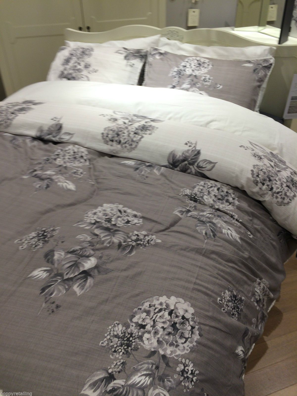 next elegant hydrangea print king size duvet set 09767. Black Bedroom Furniture Sets. Home Design Ideas