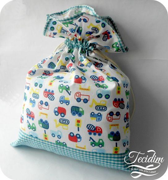 Sacos multiuso em tecido de algodão. Pode ser usado para roupas, brinquedos e fraldas. Ótimo para organizar a mala de viagem ou a mochila da escola.