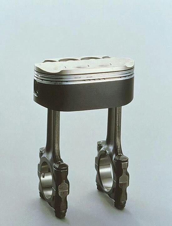 Owalny tłok z Hondy NR750