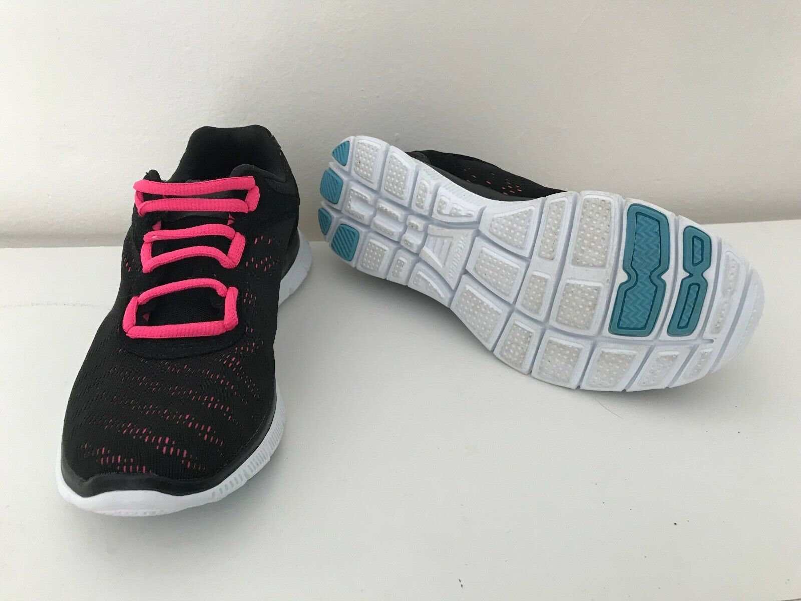 Sketchers Sketch Knit Memory Foam Womens Sneaker Size 6 5 Sketcher Shoes Ideas Of Sketcher Shoes Sketcher Shoes Sketchers S Sketchers Shoes Sketchers Shoes