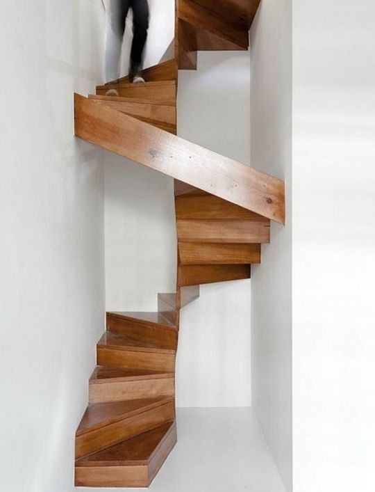 Escalera caracol madera09 escaleras pinterest - Escaleras espacios reducidos ...