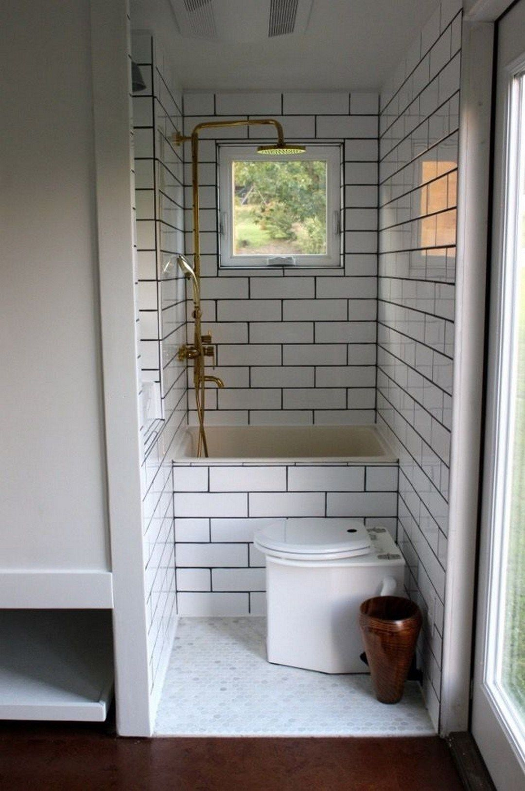 tiny house bathtub small space ideas 99 inspirational. Black Bedroom Furniture Sets. Home Design Ideas