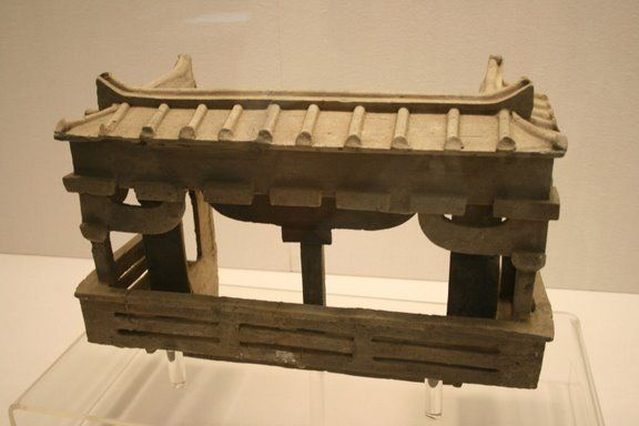A Chinese Eastern Han Dynasty (25-220 AD) ceramic model of a house with dougong support brackets, from the Pengshan Tomb of Sichuan.
