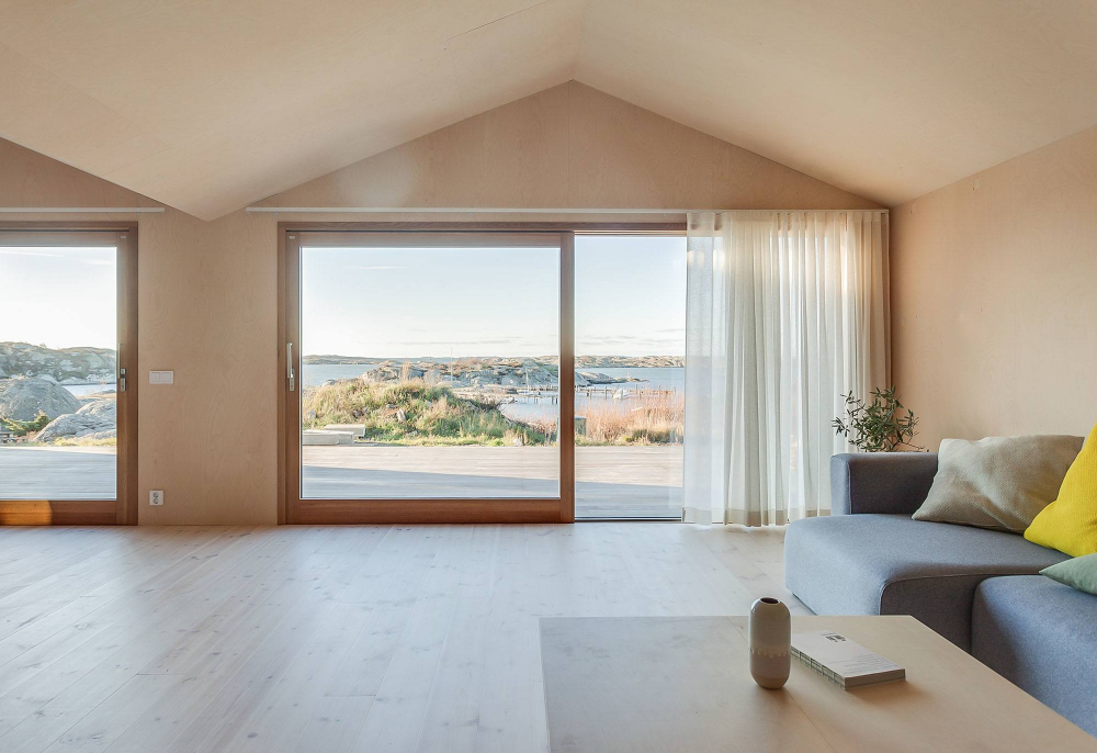 On A Small Swedish Island, Villa Vassdal Interacts With