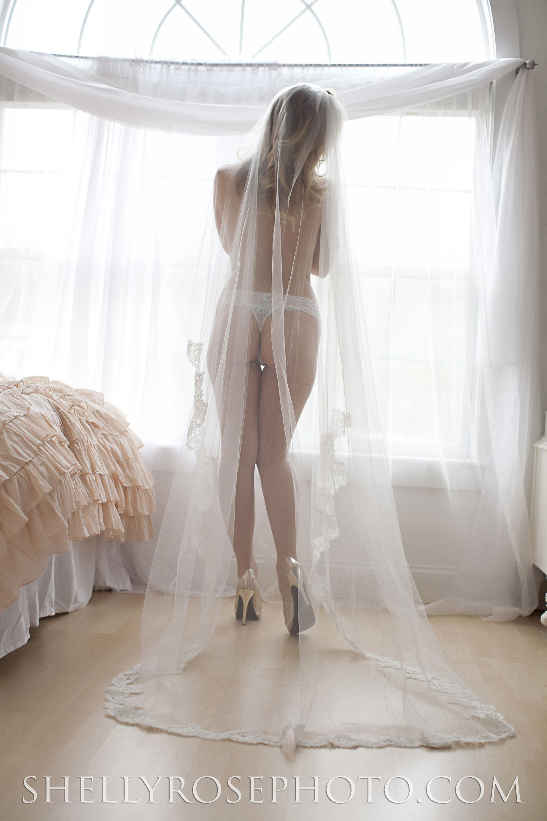 For His Eyes Only Long Veil Feminine And Bridal Boudoir Shoot Elegant
