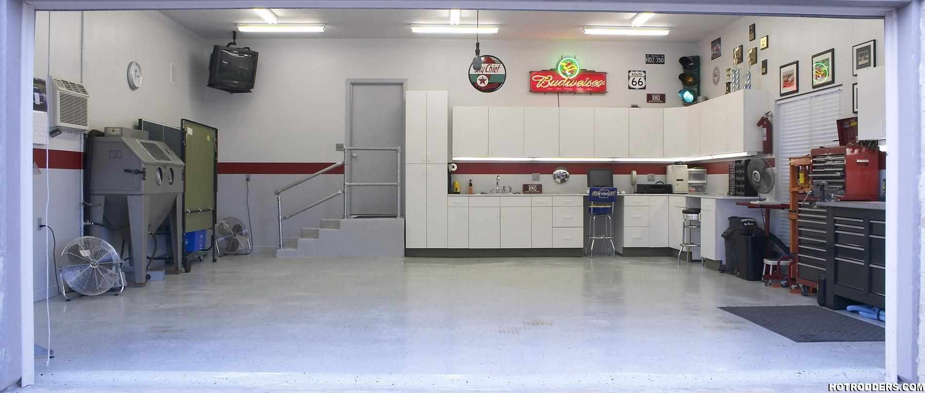 Finished garage with light gray walls garage interiors for Garage design ideas gallery