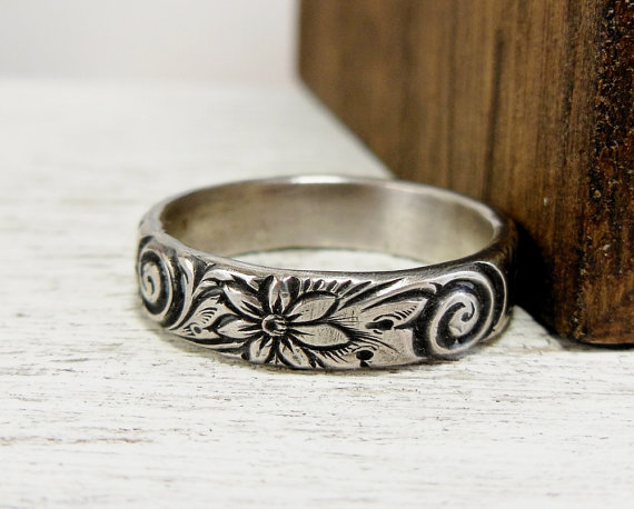 Sterling Silver Wedding Band For Women Silver Flower Ring Floral Wedding Ring Floral Band for Her Periwinkle Flower Wedding Band