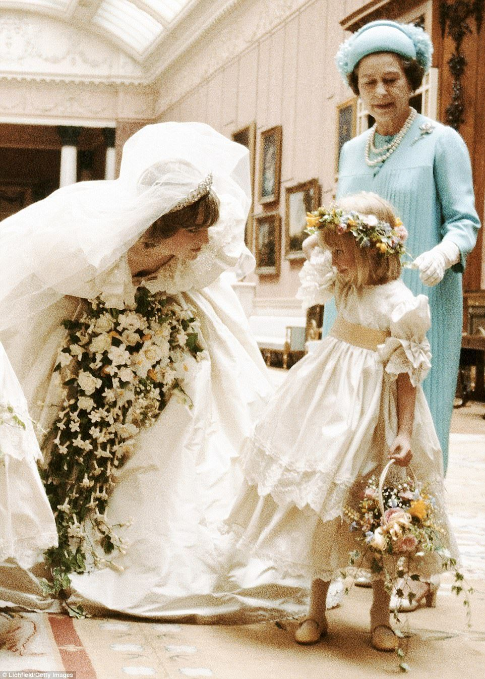 Dont Be Nervous Diana Chats To Five Year Old Bridesmaid Clementine Hambro Under The Watchful Eye Of Queen