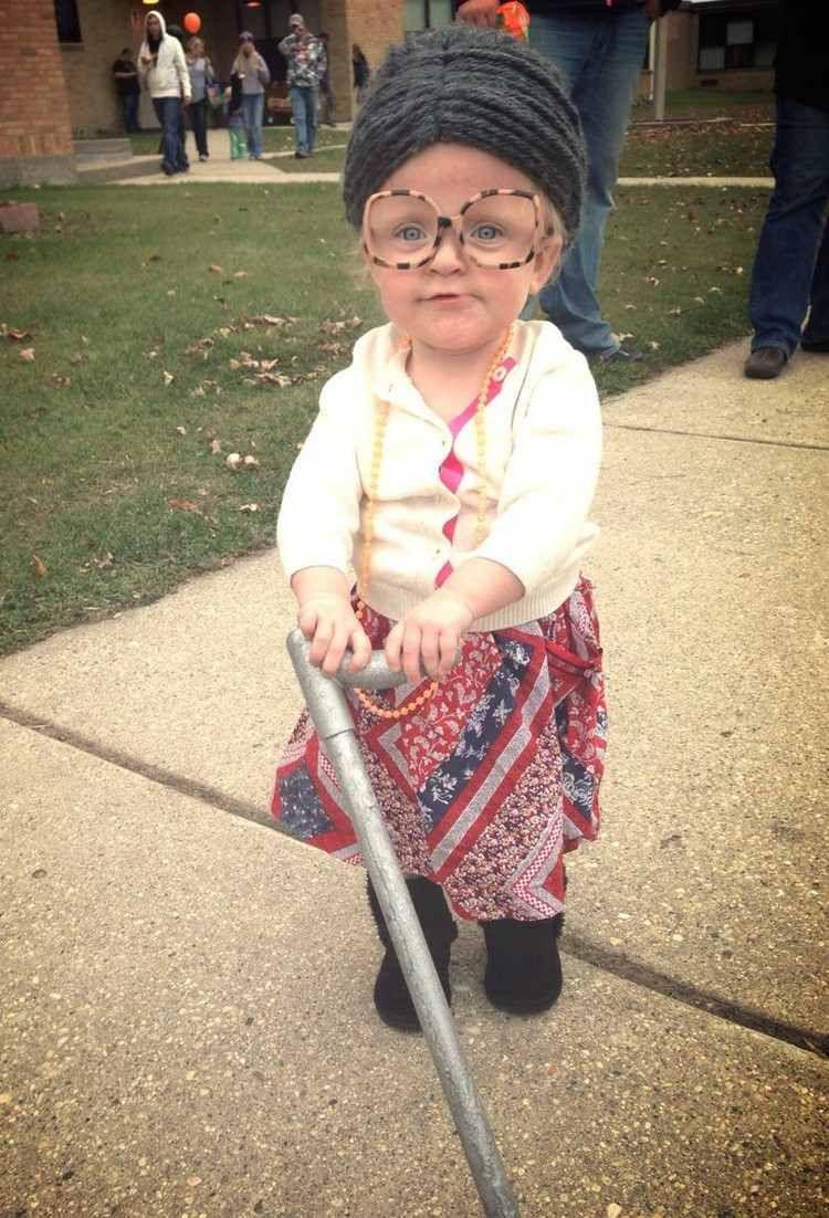 Kleines Mädchen sieht wie eine alte Dame aus | DIY ...