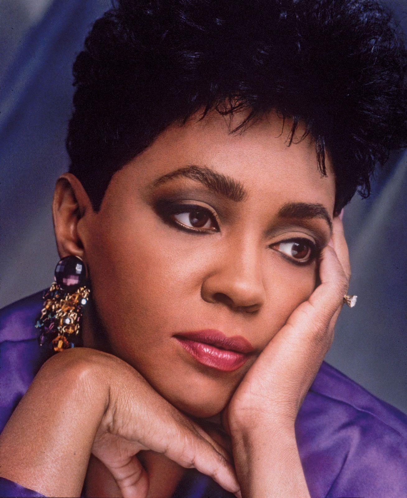 Anita Baker 1988 Sharp Short Haircuts Pinterest Soul Train