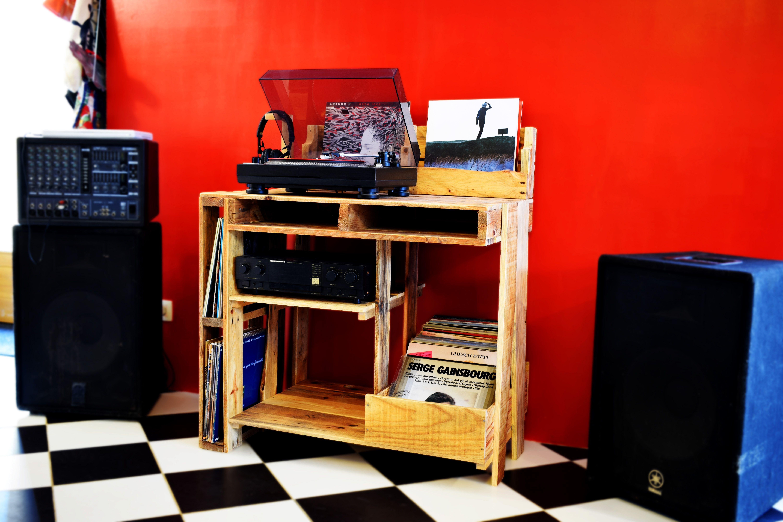 Bac A Vinyles Espace Dedie A L Ampli Etagere Pour Le Vinyle En Cours De Lecture Support Pour Le Casque Audio La Palette A Cours De Lecture Palette Vinyle