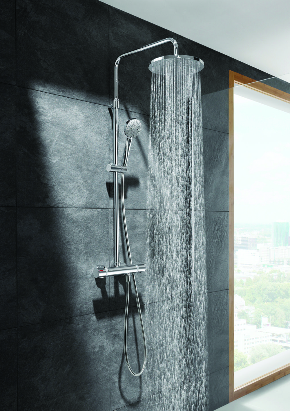 The Even-T shower column from Roca combines a Rainsense shower head, T-1000 thermostatic mixer and multifunction hand shower in one unit. www.uk-roca.co.uk www.designerkbmag.co.uk