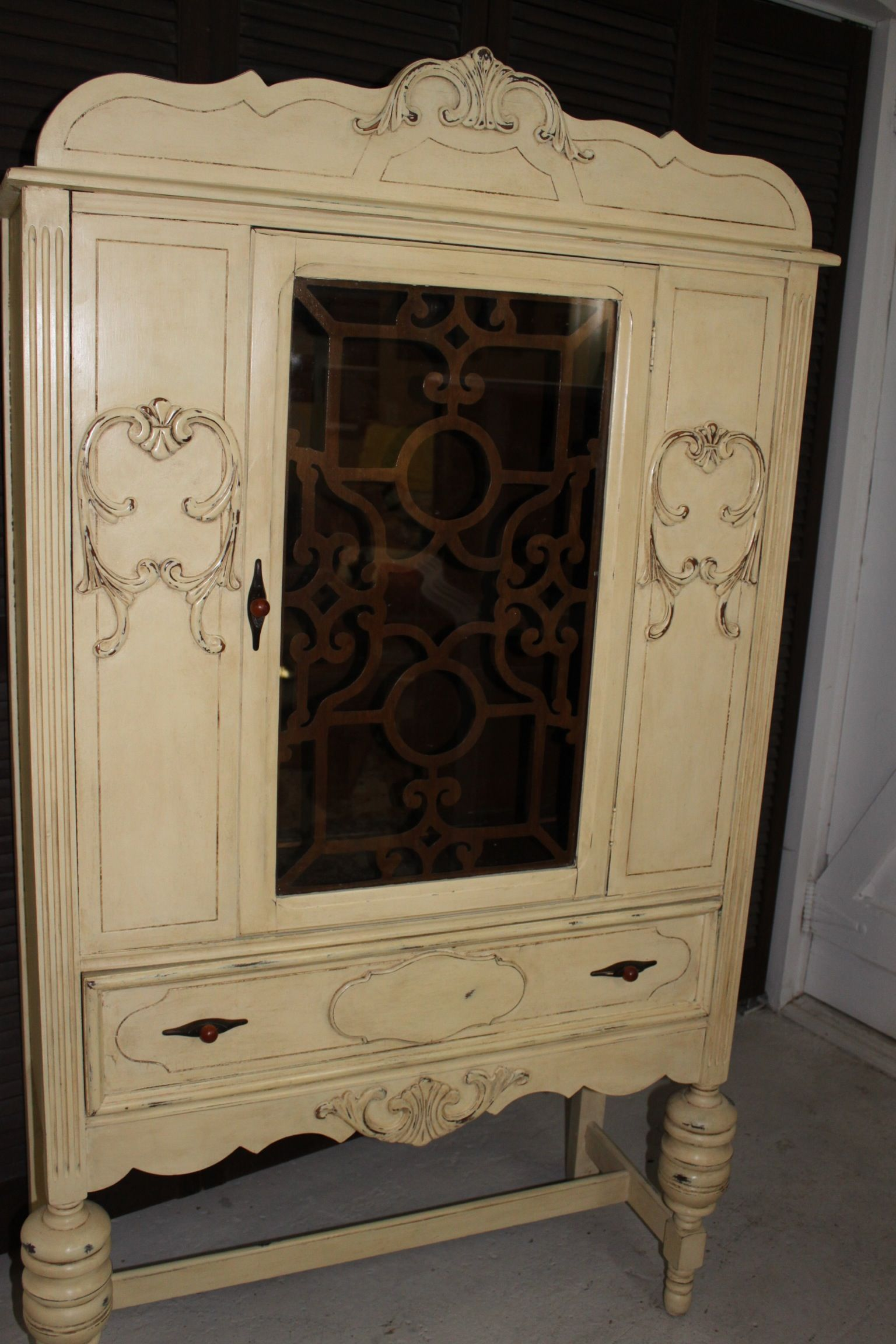 Antique China Cabinet I Painted With Annie Sloan Chalk Paint In Cream With Clear And Dark Wax Antique China Cabinets Chalk Furniture Painted China Cabinets
