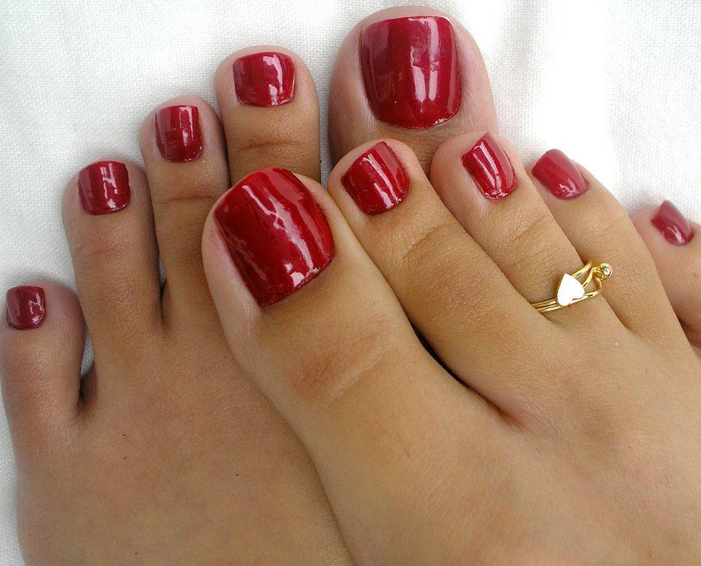 Red toe nails CUTE toe ring!!   Nails & Pedicures   Pinterest   Toe ...
