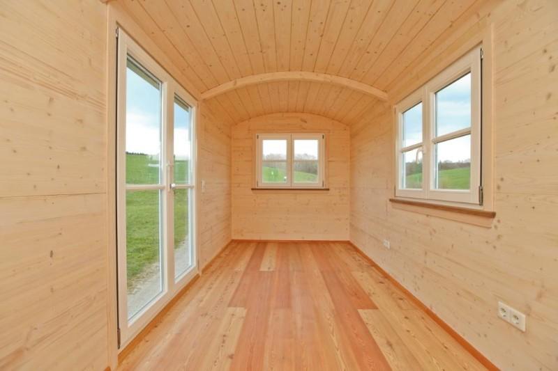 wohlf hlwagen zirkuswagen zum schlafen wohnen. Black Bedroom Furniture Sets. Home Design Ideas