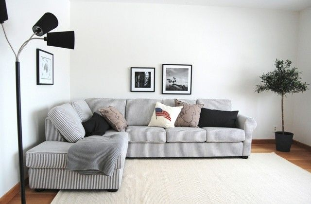 Idea simple minimalista salon sofa rayas blanco dise o - Salones con sofa negro ...