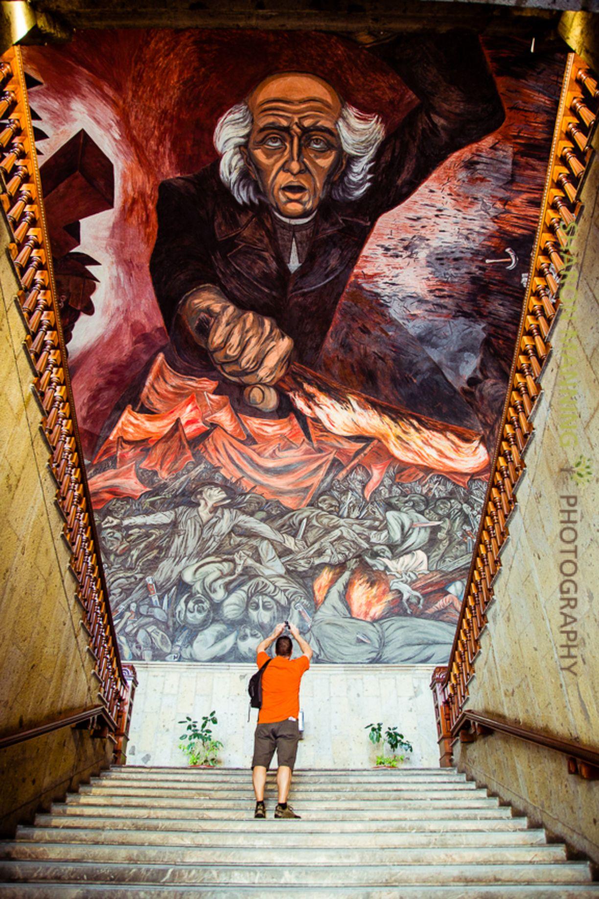 El mural está dedicado al sacerdote Miguel Hidalgo, quien inició la Independencia de México. Orozco lo retrata con la antorcha de la libertad en mano. La obra está sobre las escaleras del Palacio de Gobierno en Guadalajara, Jalisco, y mide 4 mil metros cuadrados. Fue el último mural que pintó.