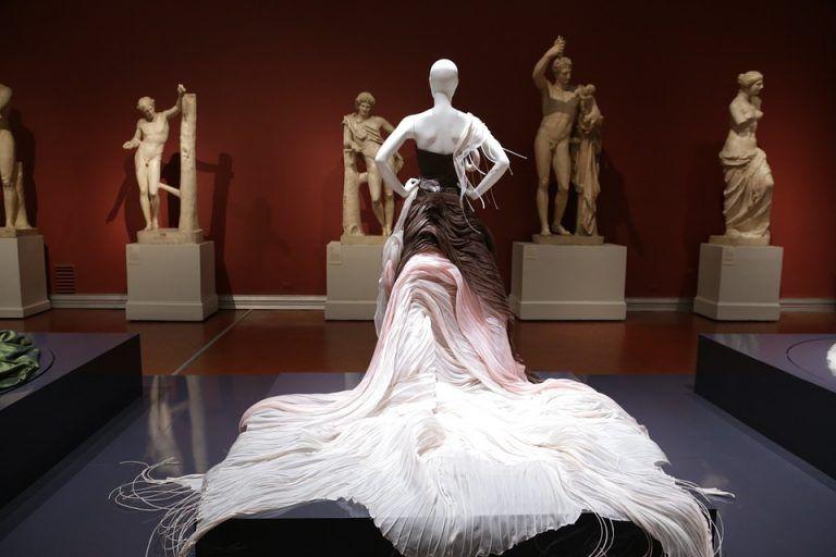 Top Fashion Designers From Kolkata Art Fund Luxury Brands Fashion Arts And Crafts Storage