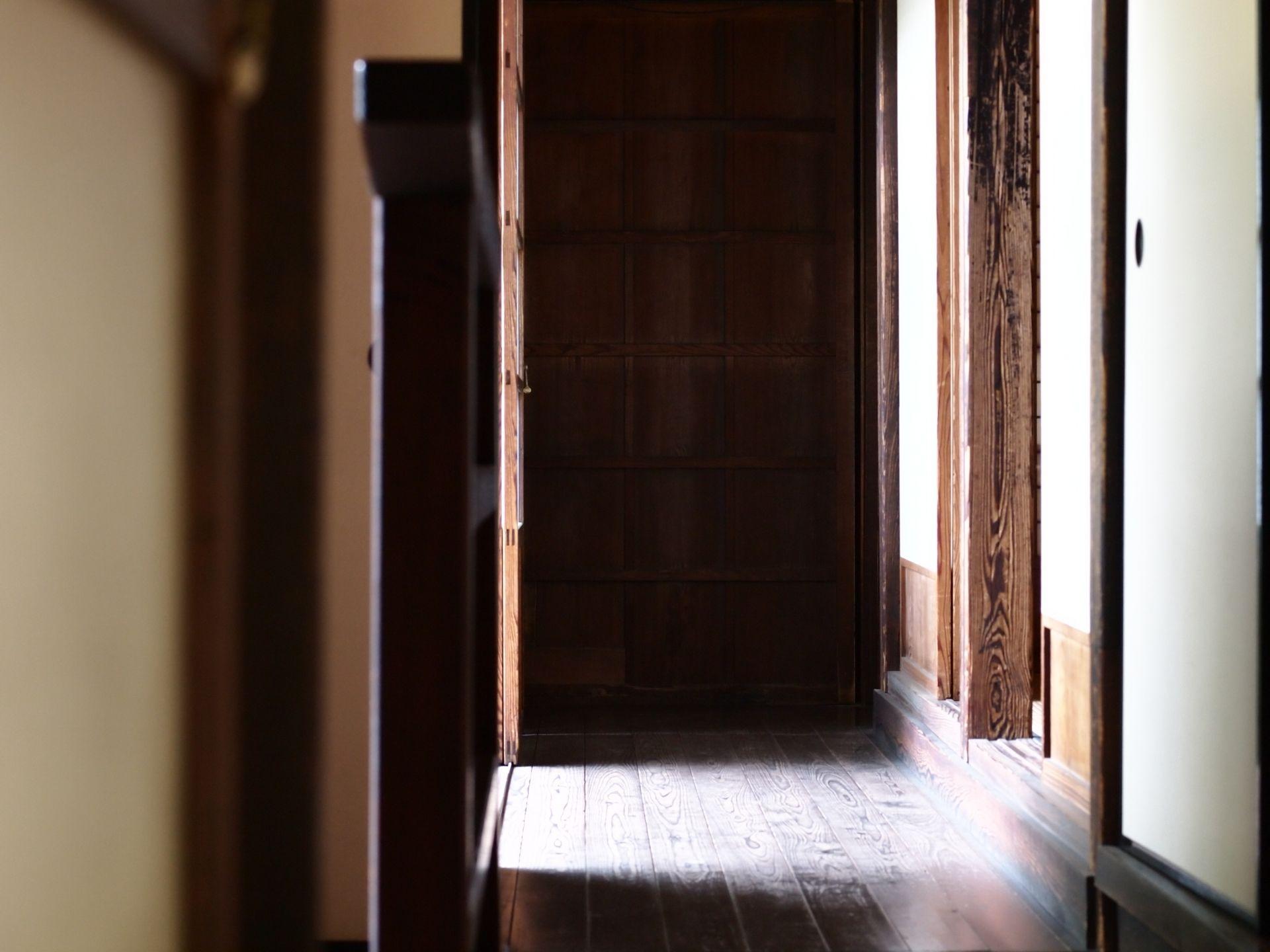 木材 木部にできたカビ取りの方法で効果的なものにはどんなものがあるのでしょうか 窓枠や家具など木材 木部でできた箇所にカビが生えてしまった場合の効果的な掃除のコツを紹介します カビ取り 木材 窓枠