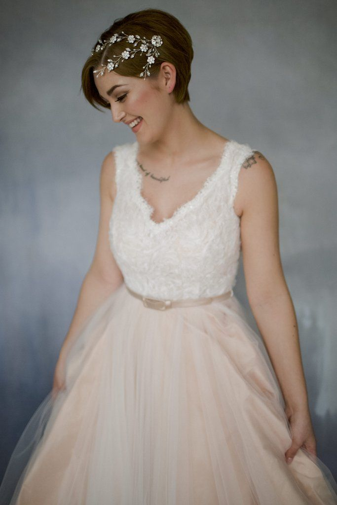 Short Hair Wedding Inspiration That Shows You Don T Have To Grow Out Your Cropped Locks Short Bridal Hair Short Hair Bride Short Wedding Hair