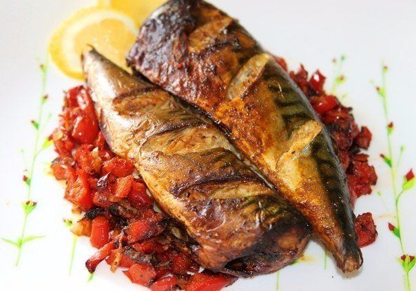 Mackerel grilled with garlic, ginger and vegetables.