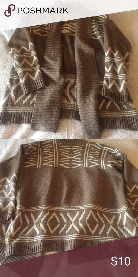 Very warm cardigan Cardigan is a very loose fit. Could work for small or medium. Good condition, no holes Sweaters Cardigans