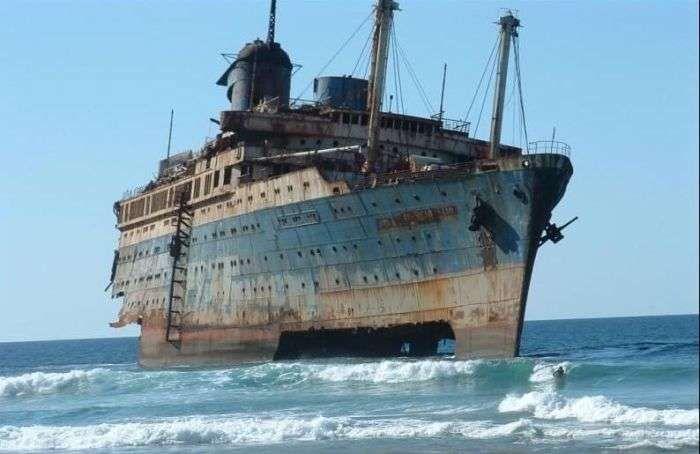 Abandoned ship movie