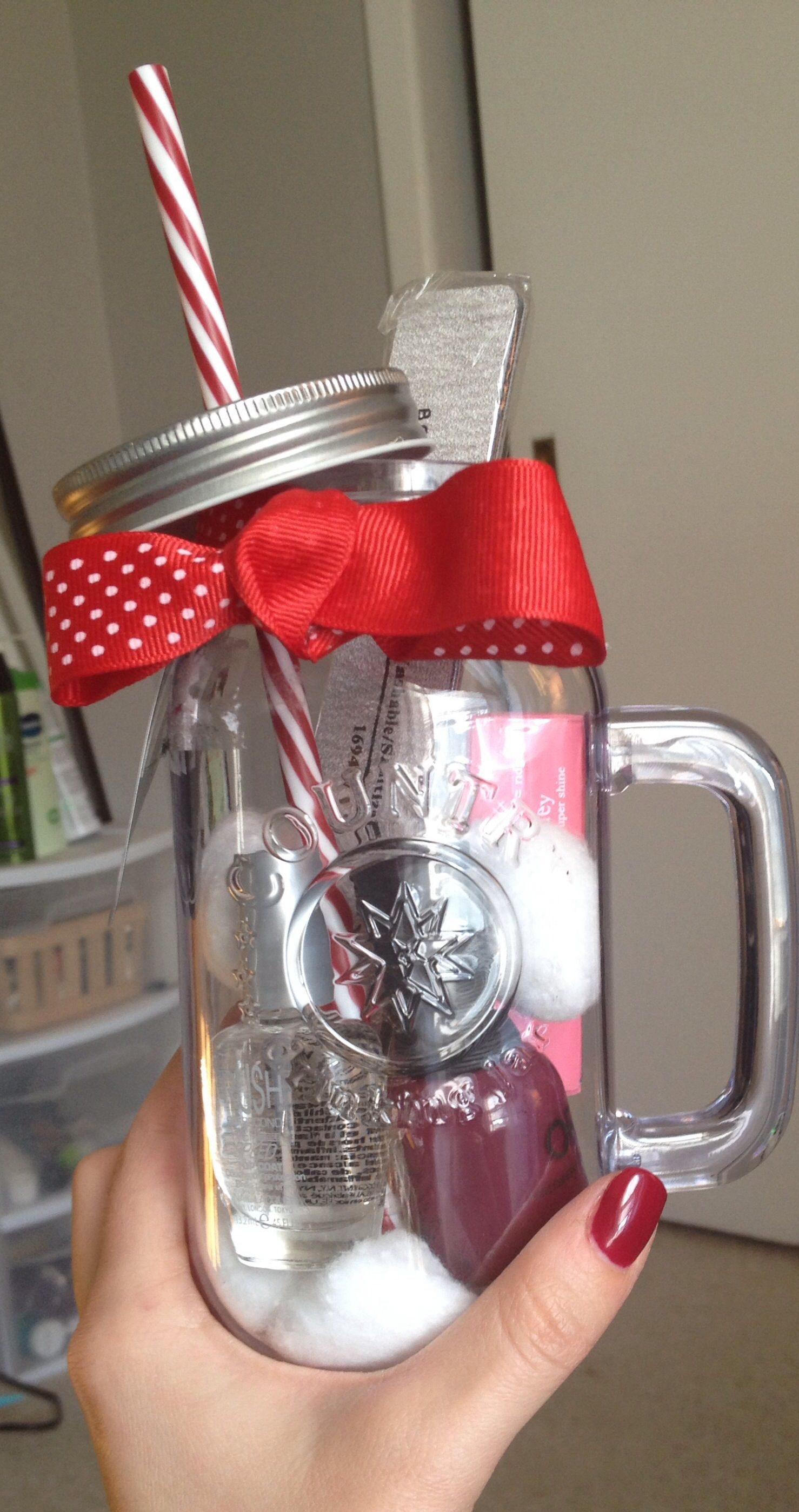 Manicure in a cup a cheap easy gift for co workers for Cute mason jar christmas gift ideas