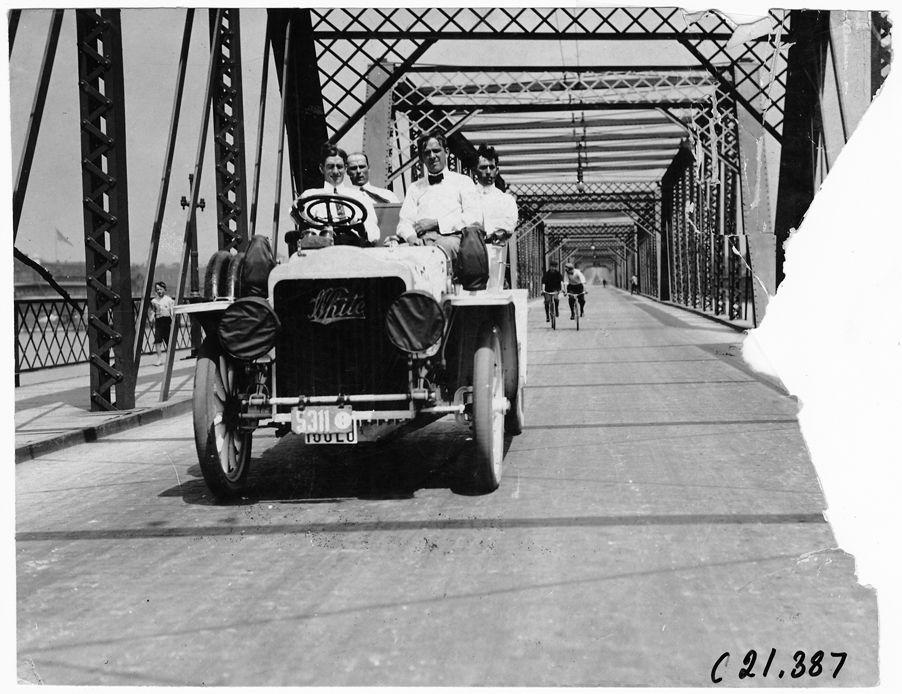 White Steamer car, 1909 Glidden Tour automobile parade