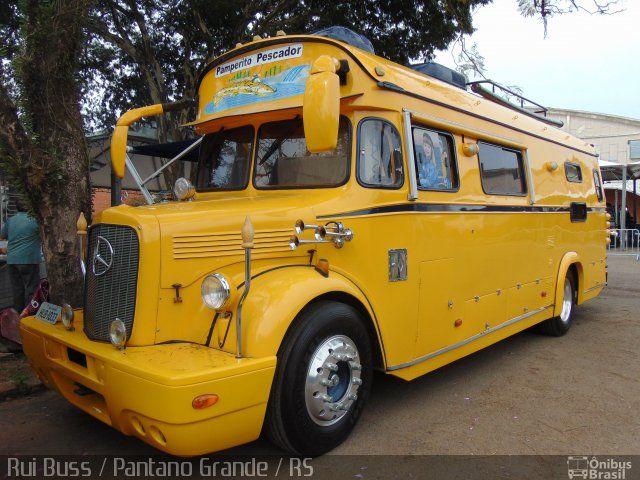 Ônibus da empresa Motorhomes, carro 1033, carroceria Altari Lotação, chassi Mercedes-Benz L-312. Foto na cidade de Novo Hamburgo-RS por Rui Buss / Pantano Grande / RS, publicada em 24/08/2015 21:53:00.