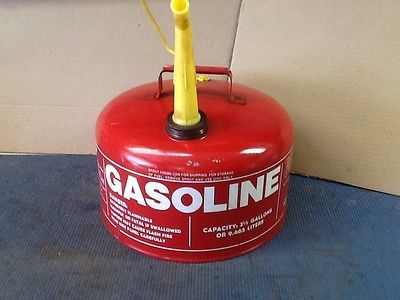 Vintage 1985 Chilton Metal Gas Can 2 1/2 gallon with spout