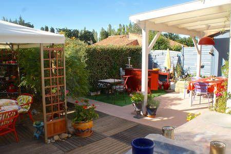 Regardez ce logement incroyable sur Airbnb : LES MYRTILLES  56 - maisons à louer à Eyguières