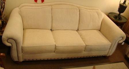 La Z Boy American Home Collection Sofa Nailhead Trim