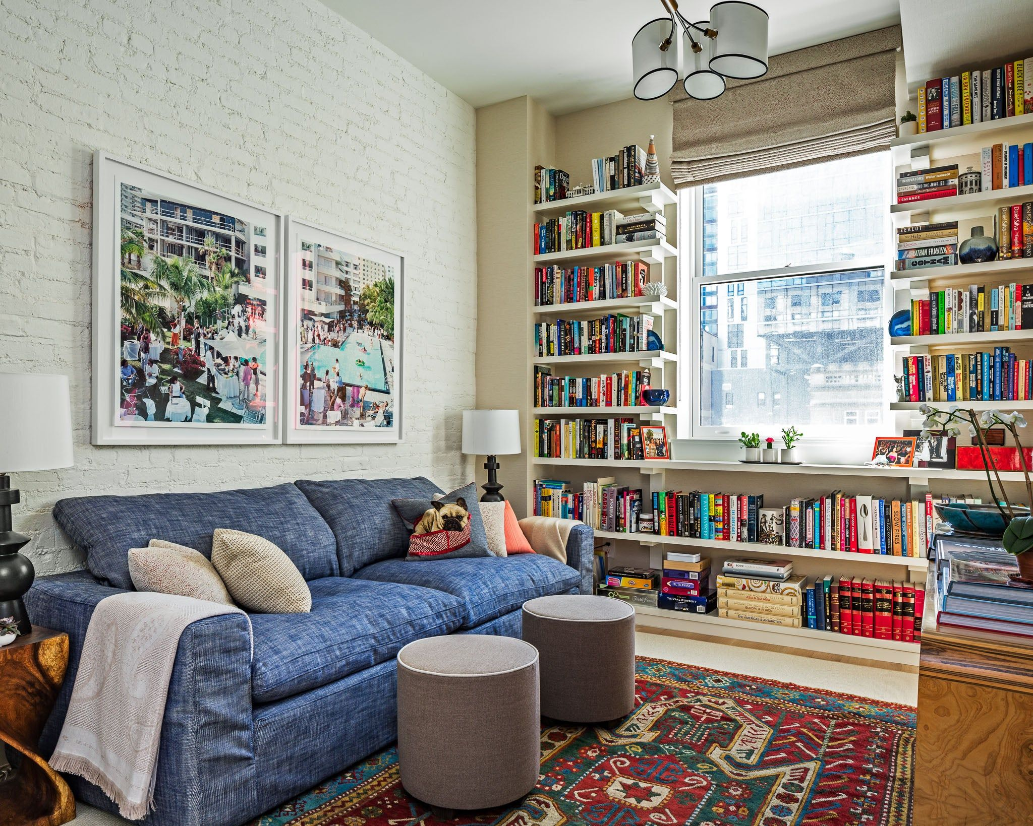 Chelsea Apartment By Louisa G Roeder Llc In New York Ny The Apartment Has Great Bones High Ceilings And Big Windows That Flood T In 2020 Interior Home Home Decor