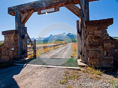 Ranch entry gate designs google search ranch gate for Ranch entrance designs