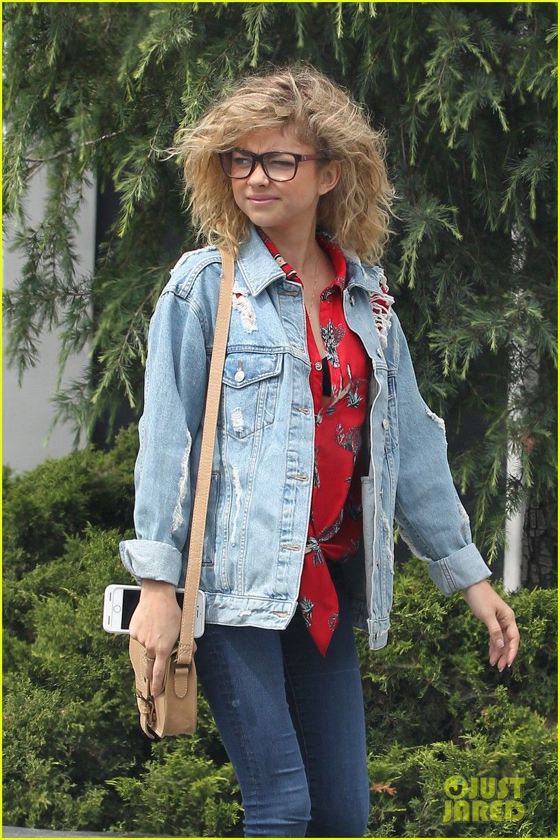 I Can Relate To This In More Ways Than One Sarah Hyland Hair Curly Hair Styles Sarah Hyland