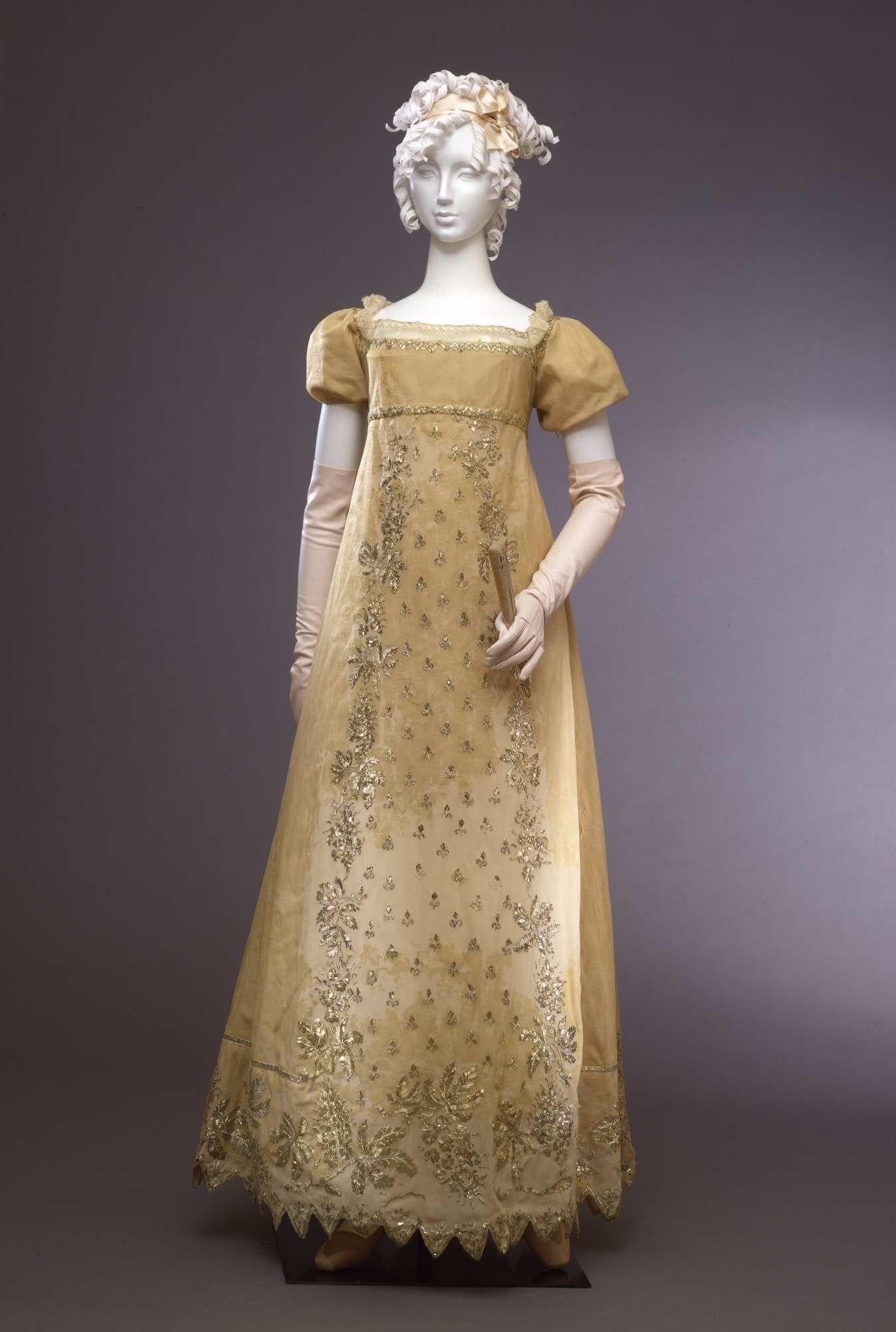 Abito femminile di gala, Galleria del Costume di Palazzo Pitti ...