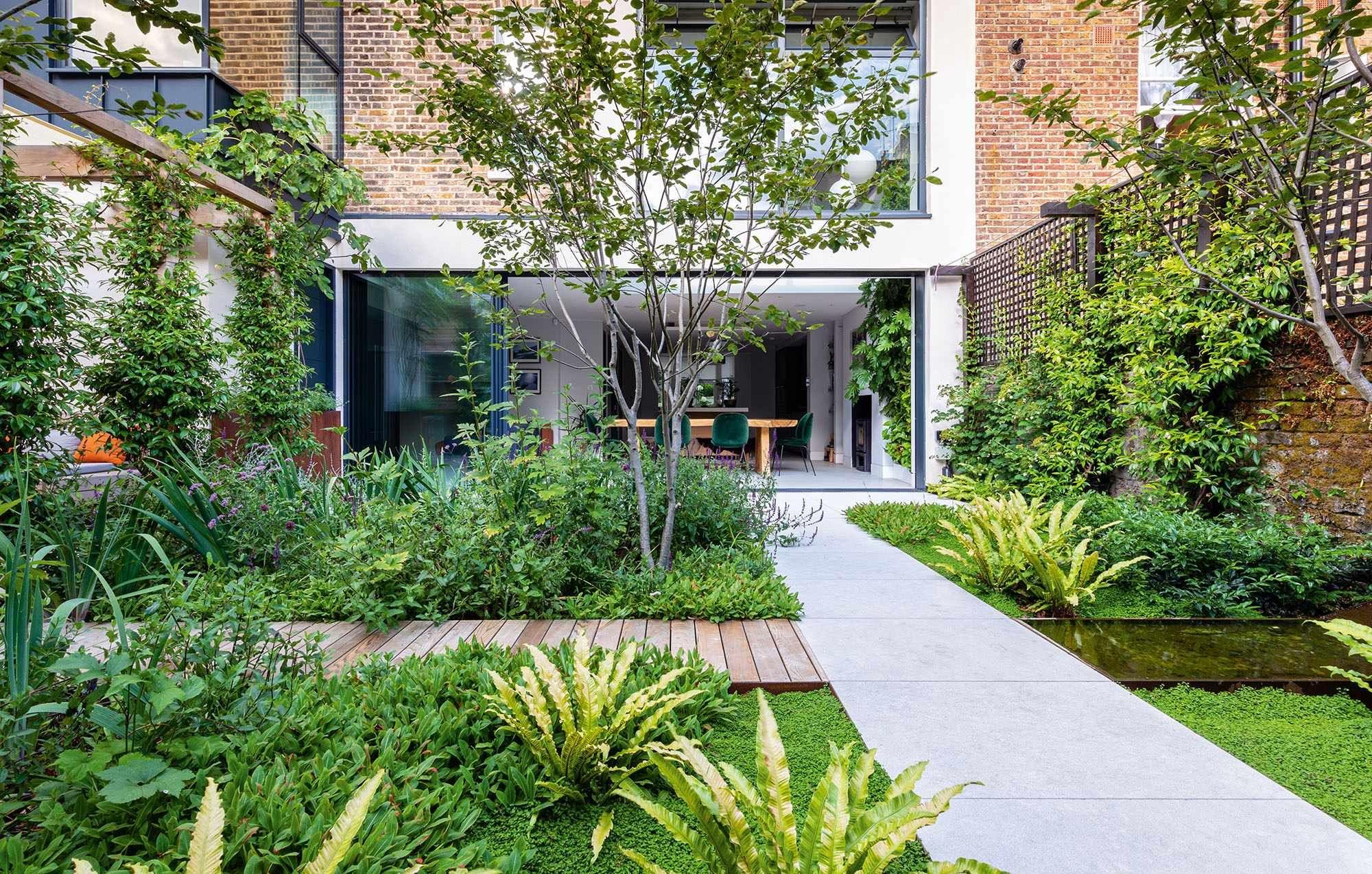 How Do Garden Landscapers And Designers Work Together In 2020 Garden Design Urban Garden London Garden