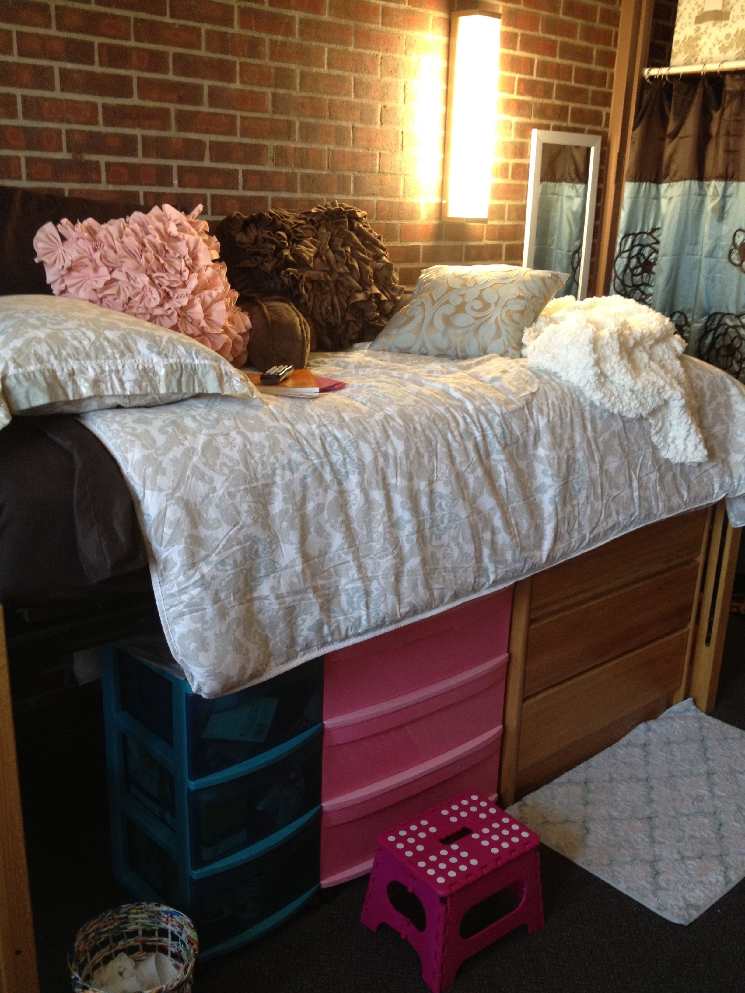 Going to need to do this to fit all my clothes in my dorm - Dorm underbed storage ideas ...