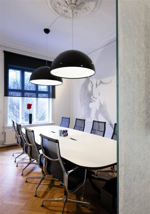 Meeting Room With Roller Blinds From Silentgliss And Skygarden Flos Http Www Replicalights Com Au Contemporary Interior Design Living Room Sky Garden Flos