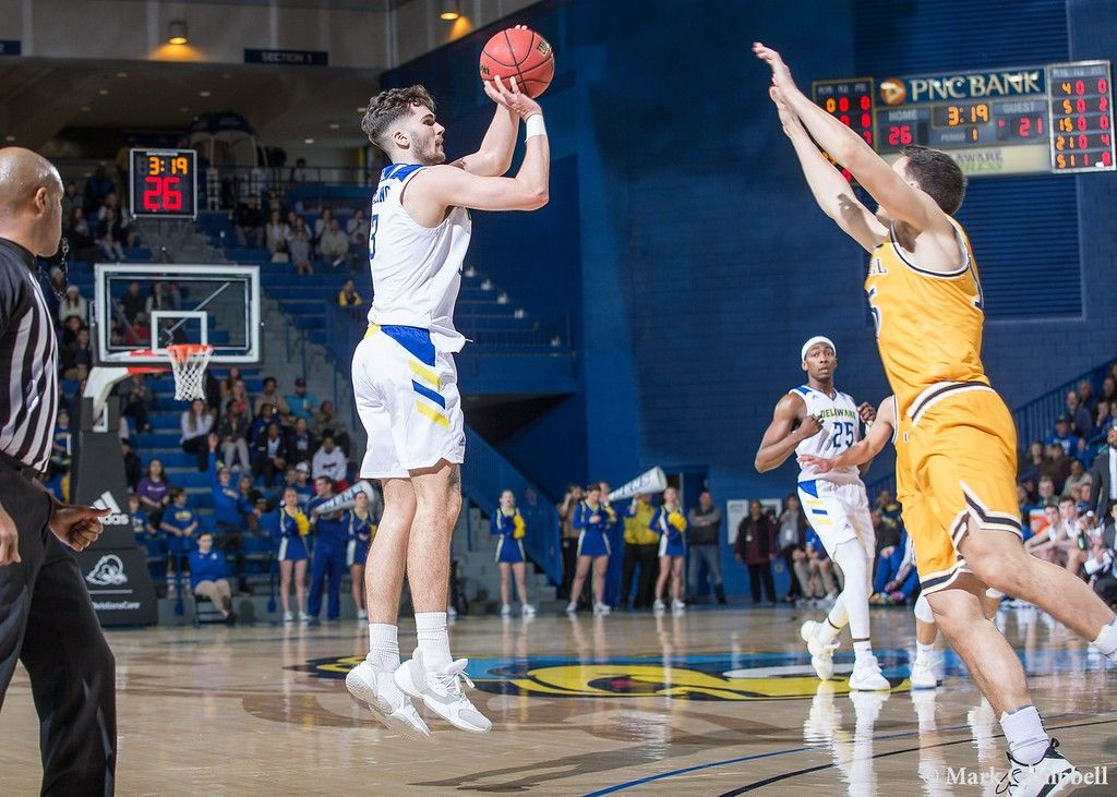 Darling S Late Game Three Pointer Pushes Delaware S Winning Streak To Seven With 81 75 Win Vs Elon Bluehen In 2020 Latest Games University Of Delaware College Sports