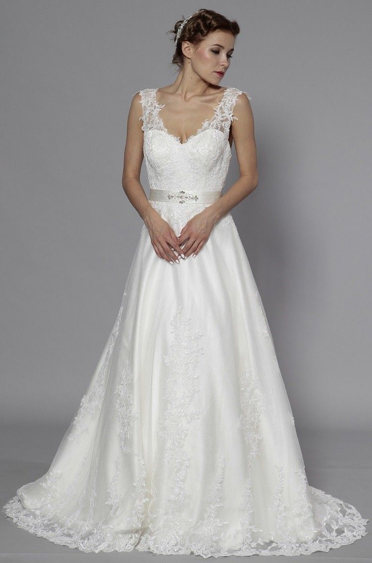 fa82404cdfc RoseMargot  Romantique robe de mariée en satin et dentelle fleurie  recouvrant le buste. Découvrez