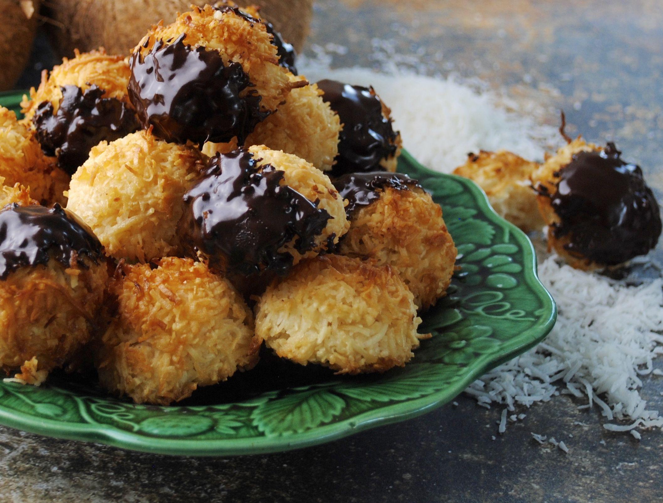 Coconut Macaroons Recipe In 2020 Macaroon Recipes Coconut Macaroons