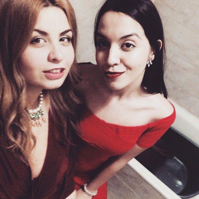 #lexigrams #bestfriends #red #marsala #dress #bodycon #cleavage #statement #necklace #blonde #brunette #nye #selfie