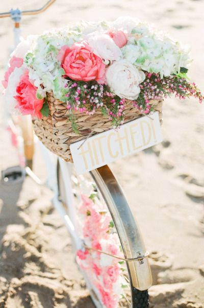 New England nautical meets West Coast whimsical inspiration: http://www.stylemepretty.com/2014/07/24/new-england-nautical-meets-west-coast-whimsical-inspiration/   Photography: http://rutheileenphotography.com/